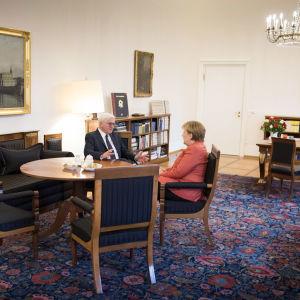 Tysklands förbundspresident Frank-Walte Steinmeier och förbundskansler Angela Merkel
