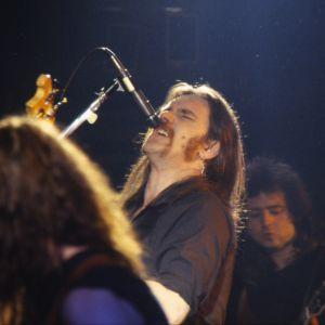 Brittiläinen heavy metal -yhtye Motörhead esiintyy Lepakossa vuonna 1984. Laulaja Lemmy Kilmister.