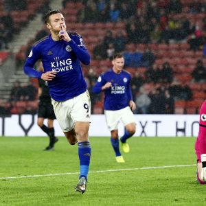 Jaime Vardy jublar efter fullträff mot Southampton.