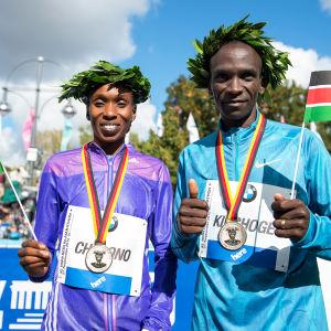 Gladys Cherono och Eliud Kipchoge, Berlins maraton 2015.