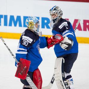 Finland byter målvakt i JVM-kvartsfinalen efter att Kanada tagit ledningen med 3–2 efter 27:20. Vehviläinen räddade ju av tio skott.