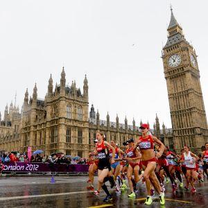 Damernas maraton löptes i våta förhållanden.