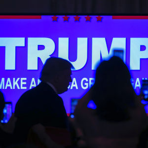 Donald Trump anländer till ett valmöte i Palm Beach i Florida 15.3.2016.
