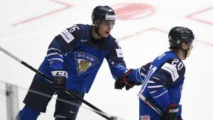 Teuvo Teräväinen och Sebastian Aho.