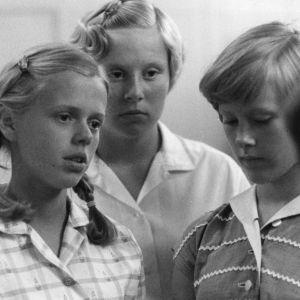 Bild av tre skolflickor i Nils Malmros´film Kundskabens træ