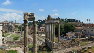 Yleiskuva Forum Romanumin raunioista Roomassa