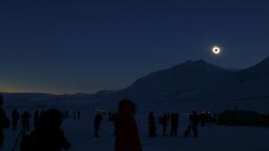 Total solförmörkelse observerad på Svalbard.