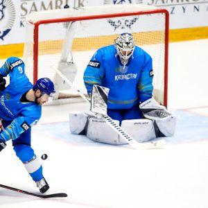 Målvakten Henrik Karlsson i Kazakstan.