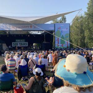 Yleisöä Pori Jazz soi taas -tapahtumassa