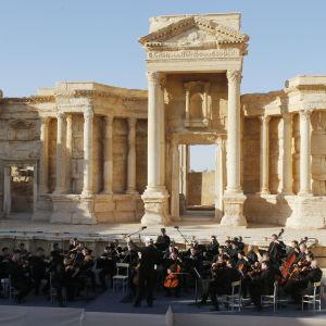 Den ryska Mariinskijteaterns orkester höll en konsert i den romerska amfiteatern i Palmyra i maj år 2016 efter att staden hade befriats av ryska styrkor och den syriska armén