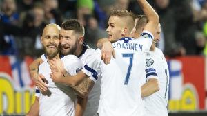 Finlands herrlandslag firar.