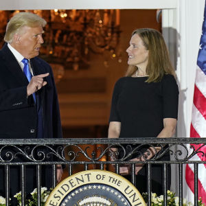 USA:s president Donald Trump och domaren Amy Coney Barrett