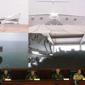 Den ryska generalstabens chef Valerij Gerasimov (i mitten) informerade om militärövningen i Moskva