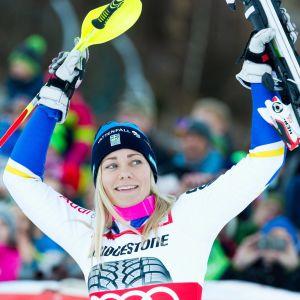 Frida Hansdotter fixade hem slalomcupen.