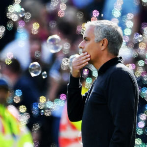 Jose Mourinho ser fundersam ut.