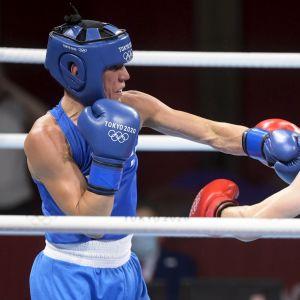 Mira Potkonen ja Maiva Hamadouche kohtasivat Tokion olympialaisten nyrkkeilykehässä.