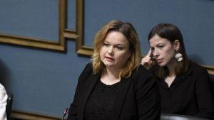 Familje- och omsorgsminister Krista Kiuru (SDP) i riksdagen den 29 april 2020.
