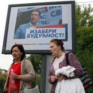 Premiärminister Aleksandar Vučić utlyste valet för att befästa stödet för EU, men lågt valdeltagande  kan  äventyra planerna
