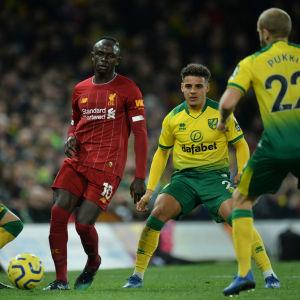 Närkamp mellan Liverpool- och Norwichspelare.