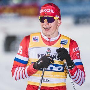 Alexandr Bolsjunov inledde världscupsäsongen med seger i Ruka.