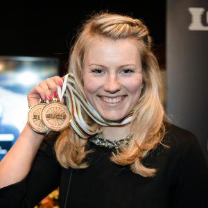 Lotta Lepistö med sina VM-brons, hösten 2016.