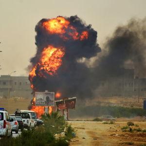 Ansar al-Sharia tog över Benghazi år 2014 då generalen Khalifa Haftars styrkor gick till motattack. Gruppen har numera försvagats och drivits ut från Libyens näst största stad