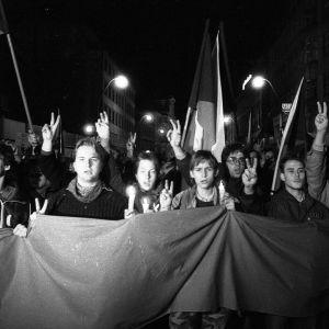 Mielenosoituskulkue Prahassa vuonna 1989.