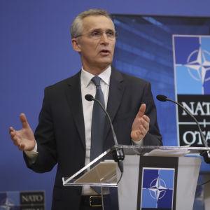 Natos generalsekreterare Jens Stoltenberg vid en digital presskonferens inför försvarsministermötet på onsdag och torsdag.