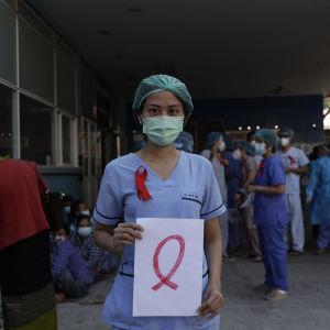 Sjukskötare i Myanmar som protesterar mot militärstyret