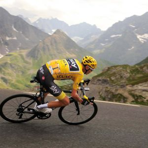 Chris Froome på en etapp av Tour de France 2017.