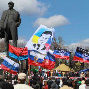 Prorysk demonstration idonetsk i östra Ukraina