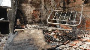 Interiör från ett nedbrunnet hem 19.06.2017 i byn  Pobrais, Portugal.