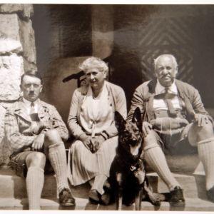 Hitler-foto sålt på auktion.