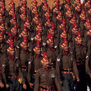 USA har fortfarande världens överlägset största militärutgifter, men Kina och Indien hörde för första gången någonsin till världens tre största vapenköpare.