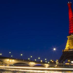 Eiffeltornet i Belgiens färger den 22.3.32016.