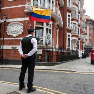 Ecuadors ambassad i London där Julian Assange har fristad.