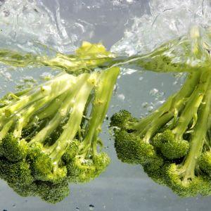 Broccoli i vatten.