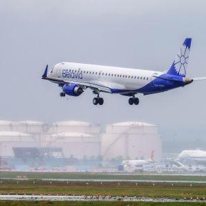Belavian lentokone laskeutuu