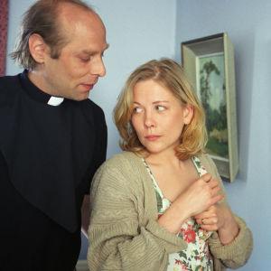 Vesa Vierikko ja Pirjo Moilanen tv-elokuvassa Pieniä valheita