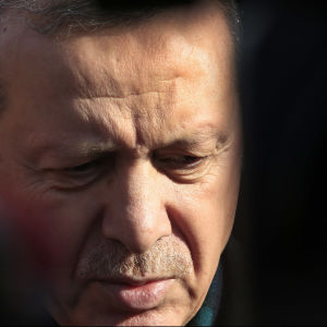 Turkiets omstridde president kritserar FN och omvärlden i skarpa ordalag efter att Turkiet fick allt mer kritik för att ha stängt gränsen mot Syrien.