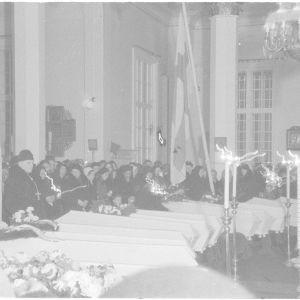 19.1.1940 Sankarihautajaiset kr.kat kirkossa. Suistamolla.