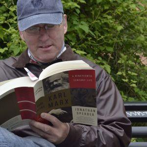 Bob läser Marx