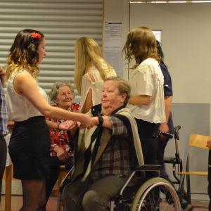 Det ordnades en bal för äldre i Borgå