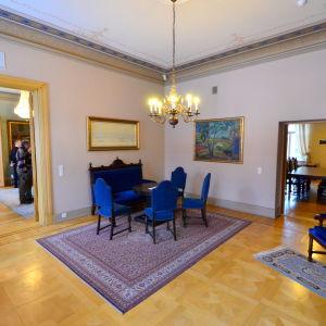 Blåa salongen i Landshövdingens residens i Vasa.