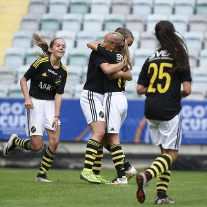 AIK:s 14-åriga flickor jublar Gothia Cup-seger 2016.