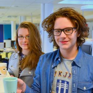 Emely Bendtsen och Adam Högnäs Stefánsson från Vasa övningsskolas gymnasium.