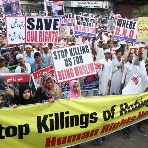 Pakistanska demonstranter protesterar mot Burmas behandling av rohingyas i Karachi 9.12.2016