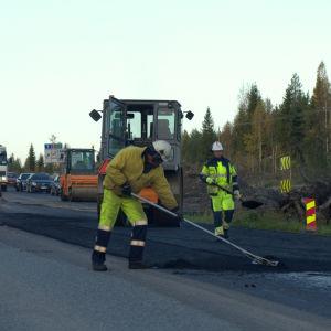 De nya köerna orsakas av asfaltarbete.
