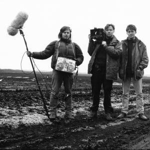 Äänisuunnittelija Pietari Koskinen, kuvaaja Tuomo Virtanen sekä John Webster tekevät elokuvaa Pölynimurikauppiaat.