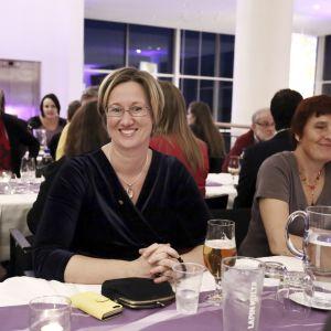 Lantrådet Camilla Gunell (S) fick flest individuella röster. Men Socialdemokraterna tappar tre mandat i valet.